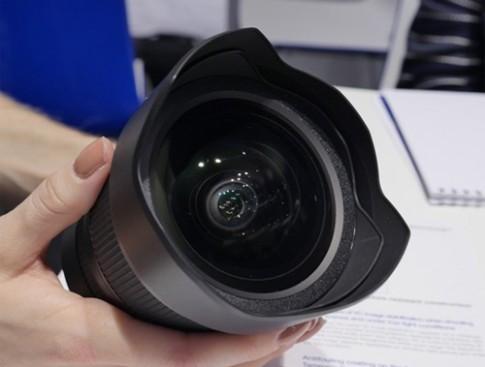Ống kính 15-30 mm f/2.8 của Tamron có giá 1.200 USD