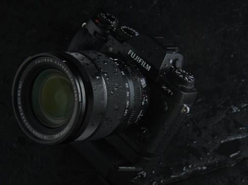 Ống kính chịu thời tiết khắc nghiệt đầu tiên của Fujifilm