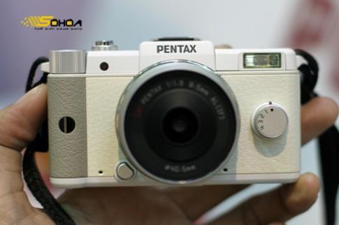 Pentax Q giảm giá gần một nửa còn 499 USD