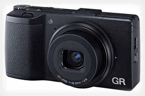 Pentax ra Ricoh GR, đối thủ của Fujifilm X100S