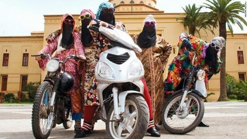 Phụ nữ hồi giáo đam mê môtô
