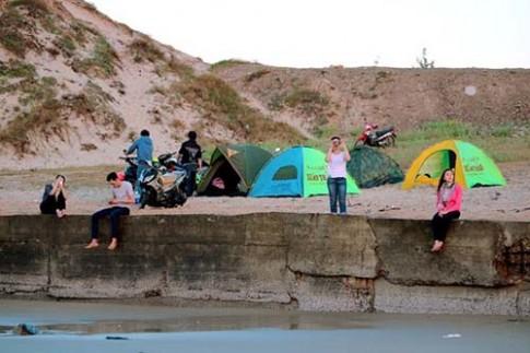 Phượt xe máy cắm trại ngay bãi biển cách Sài Gòn tầm 90 km