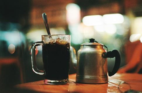 Quán cà phê vỉa hè dành cho 'cú đêm' ở Cần Thơ