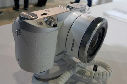 Samsung NX500, máy mirrorless quay video 4K rẻ nhất hiện nay