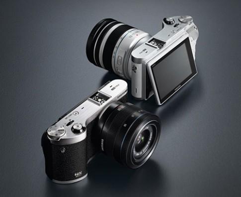 Samsung ra máy ảnh mirrorless có thể chụp và quay 3D