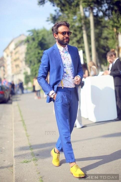 Street style châu Âu đầu tháng 7 ngập màu sắc, họa tiết