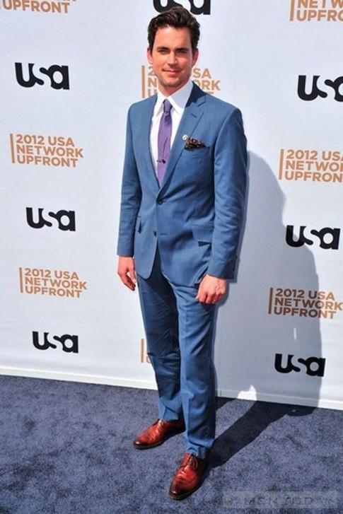 Suit xanh tỏa sáng cùng sao nam trên thảm đỏ