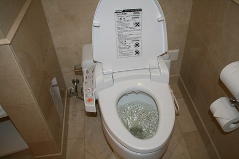 Tại sao người Nhật không xây toilet chung trong nhà tắm?