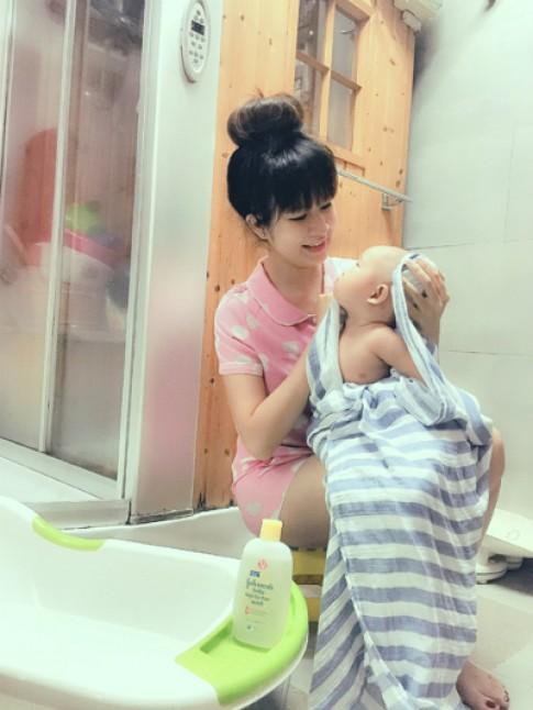 Tắm đúng cách giúp bé vui khỏe