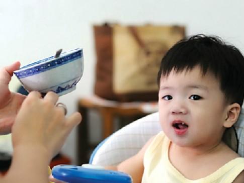 Thận trọng khi cho trẻ uống đa sinh tố