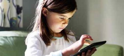 Thiết bị số khiến trẻ chậm hiểu người khác