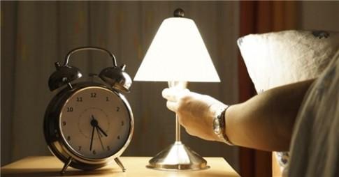 Thói quen bật đèn khi ngủ gây ra những tác hại không ngờ