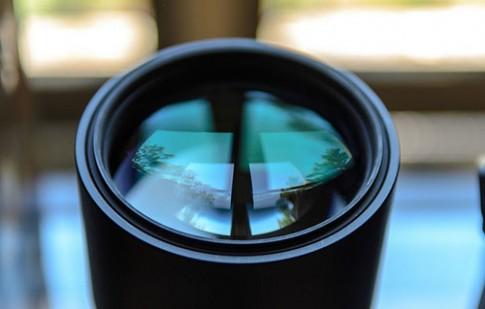 Thói quen sai lầm hà hơi để lau sạch ống kính