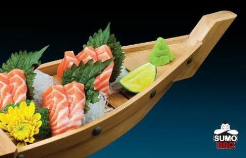 Thưởng thức sashimi tại SumoBBQ