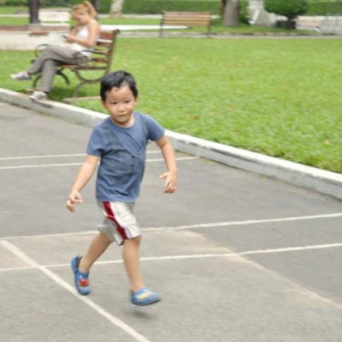 Thường xuyên đi chơi giúp bé tự tin và khỏe mạnh