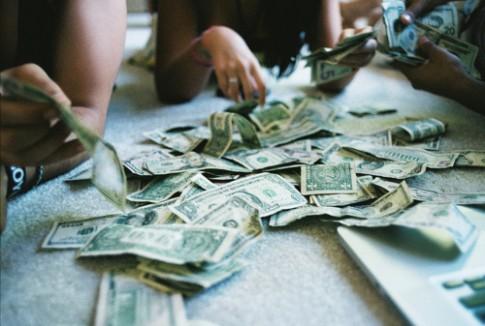 Tiền và nhu cầu tự thể hiện bản thân của tuổi trẻ