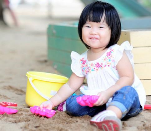 Trẻ có tuổi thơ tươi đẹp dễ hạnh phúc khi lớn lên