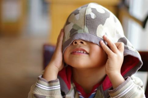 Trẻ mầm non 'tự sướng' khiến bố mẹ phát hoảng