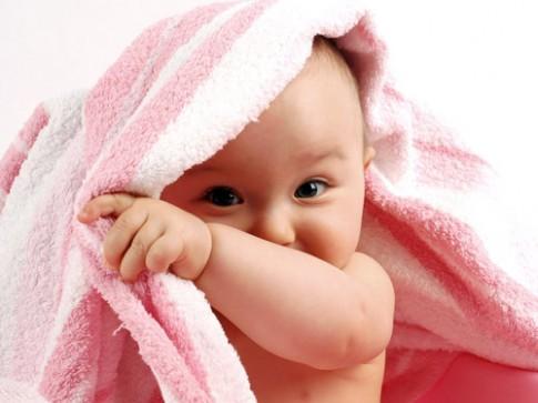 Trẻ ra nhiều mồ hôi có phải thiếu canxi?
