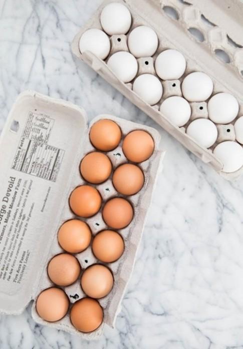 Trứng gà vỏ nâu và vỏ trắng, loại nào tốt hơn?