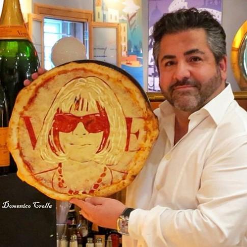 Vẽ người nổi tiếng trên bánh pizza
