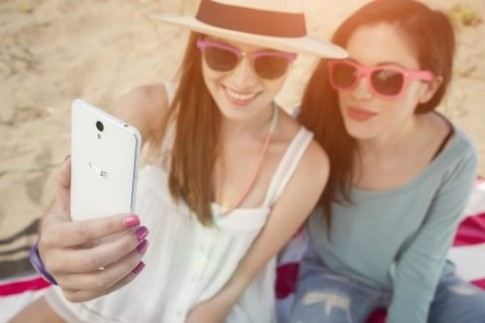 """Vì sao nhiều người nghiện """"selfie""""?"""