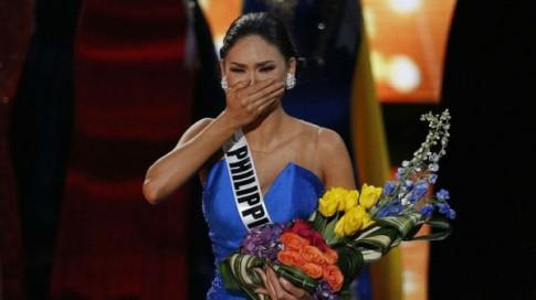 Xót xa cảnh Tân Hoa hậu Hoàn vũ lau nước mắt trong hậu trường