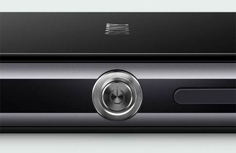 Xperia Z4 , tiếp tục với viền kim loại, có thêm cảm biến vân tay trên nút home.