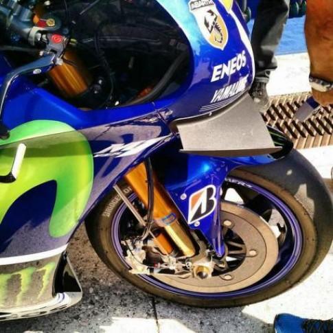 """Yamaha M1 gắn thêm """"cánh"""" phá vỡ kỷ luật mới"""