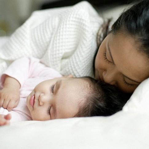 """10 thắc mắc về trẻ sơ sinh khiến mẹ """"phát khóc"""""""