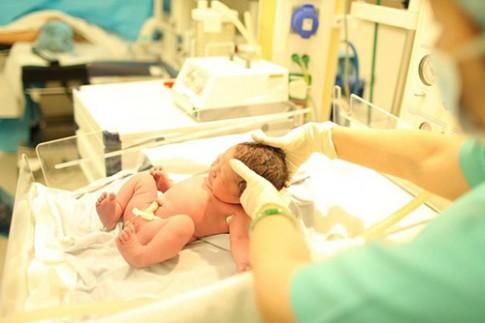10 tiêu chuẩn của một em bé khỏe mạnh lúc mới sinh