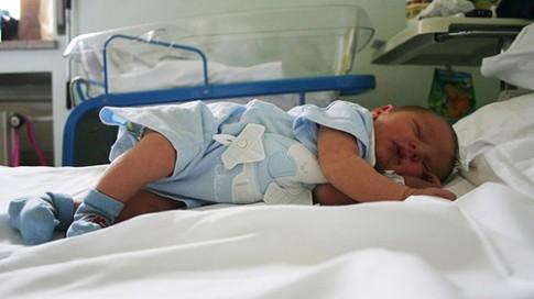 3 điểm phân biệt trẻ ho viêm phổi và ho virus