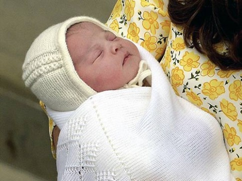 5 ngày tuổi, tiểu công chúa Anh có những biểu hiện thông minh