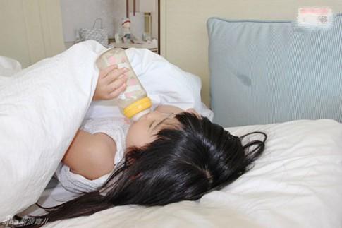 5 thực phẩm trẻ KHÔNG được ăn trước khi đi ngủ