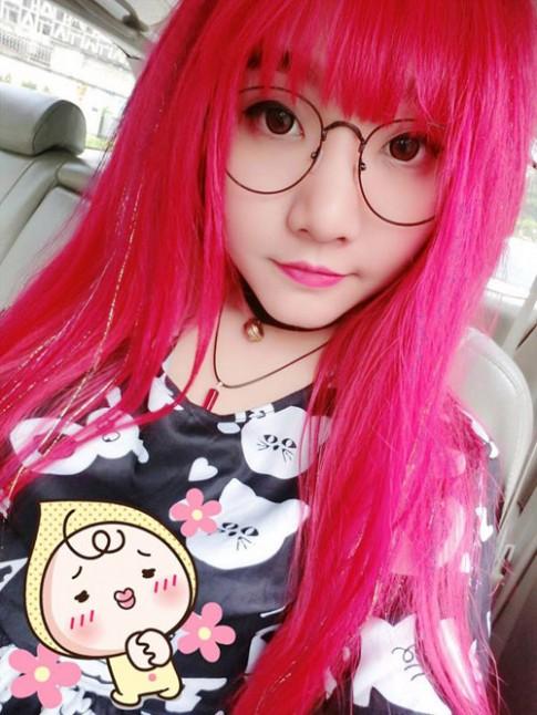 9X Việt nổi tiếng nhờ nhuộm tóc đỏ và xăm chi chít lên cơ thể