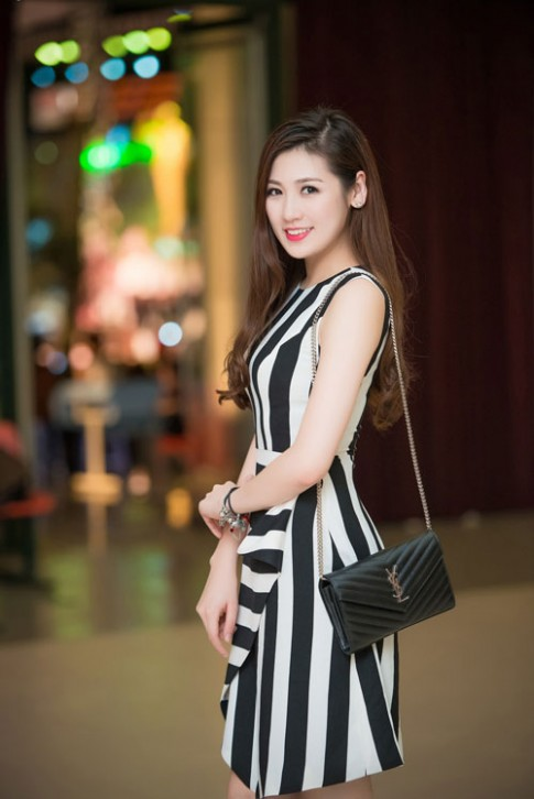 Á hậu Tú Anh đẹp rạng ngời làm đại sứ SEA Games 28