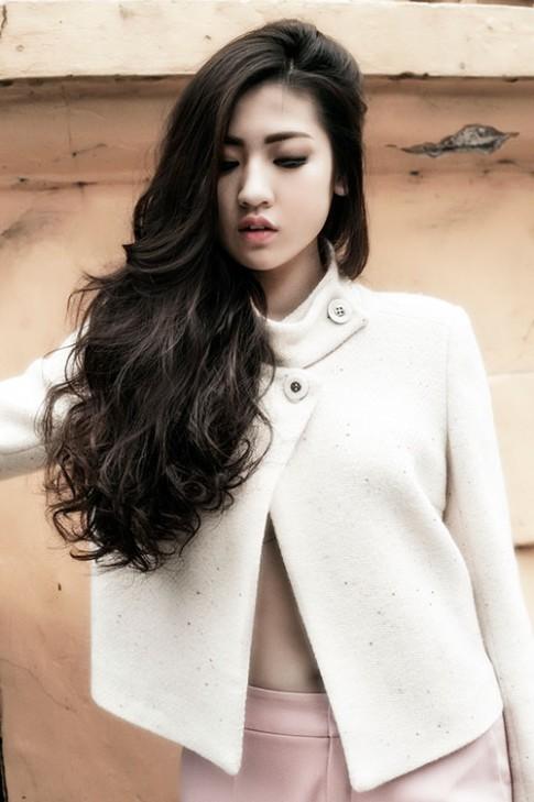 Á hậu Tú Anh khoe gu thời trang cực chất