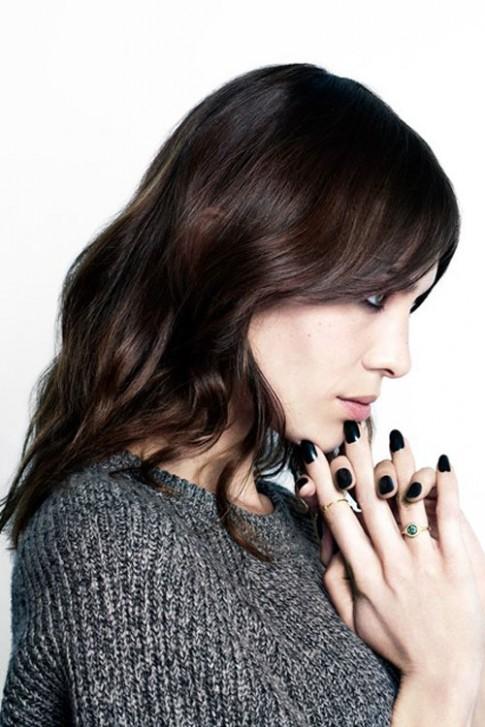 Alexa Chung ra mắt sơn móng tay siêu sang
