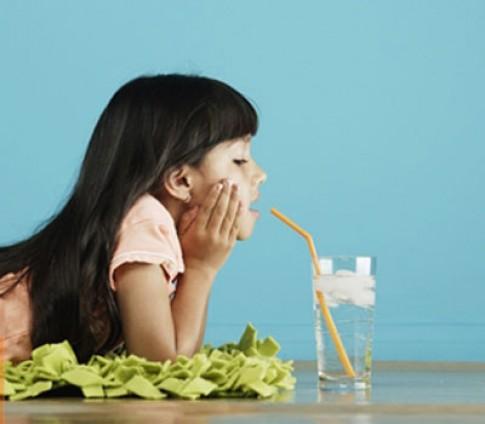 Ăn kem, uống nước lạnh trị viêm họng?