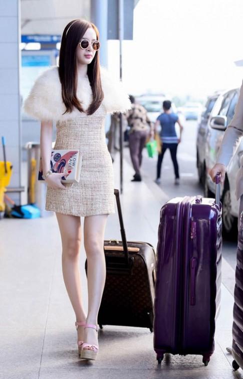 Angela Phương Trinh điệu trên mức cần thiết tại sân bay
