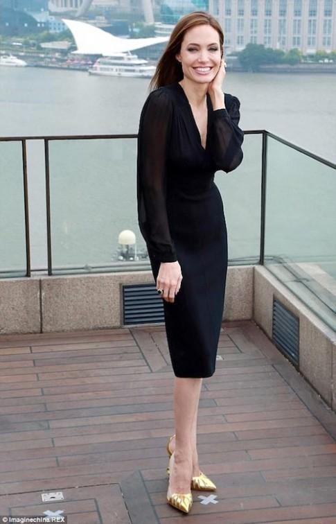 Angelina Jolie lộ tóc bạc già nua bất ngờ