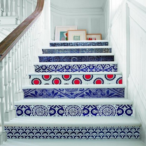 Áo khoác sắc màu cho cầu thang nhà