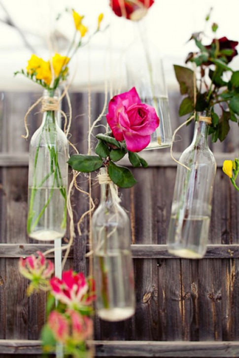 Biến chai bỏ đi thành lọ hoa