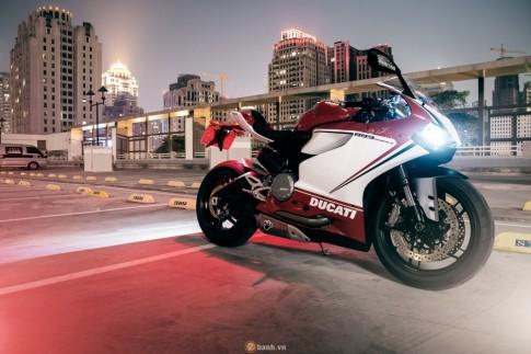 Bộ ảnh đẹp của Ducati 899 Panigale Tricolore xuyên màn đêm