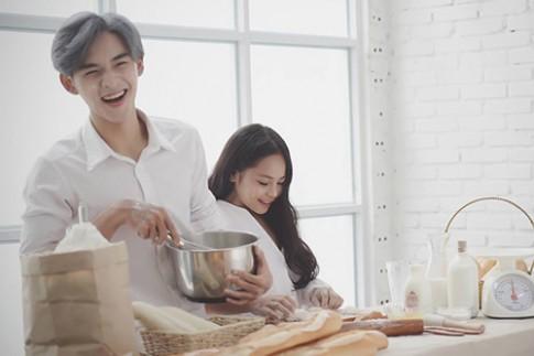 Bộ ảnh mới của cặp anh trai em gái Việt gây tranh cãi