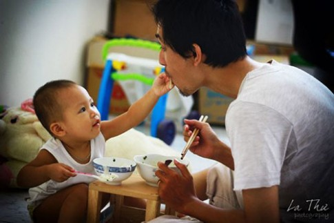 Bố đơn thân chống lại bác sỹ để con không uống kháng sinh