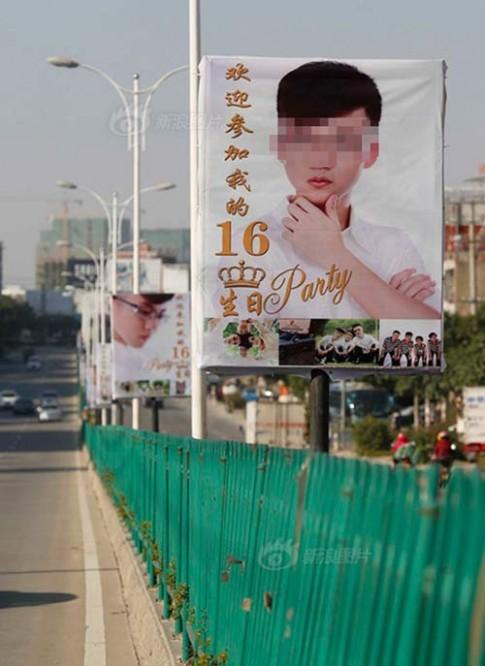 Bố mua biển quảng cáo khắp phố mừng sinh nhật con