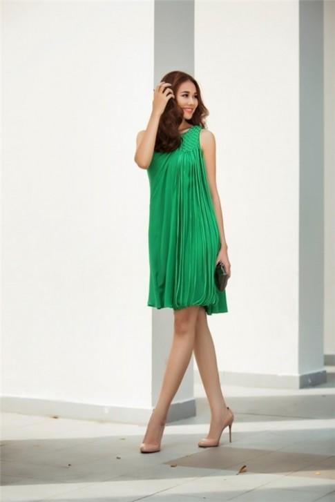 Bỏ túi tuyệt chiêu đón hè của Thanh Hằng: váy rộng đơn sắc