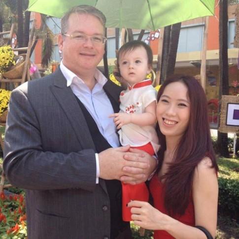 Cách dạy con nhân cách đáng ngưỡng mộ của cặp đôi Việt – Mỹ