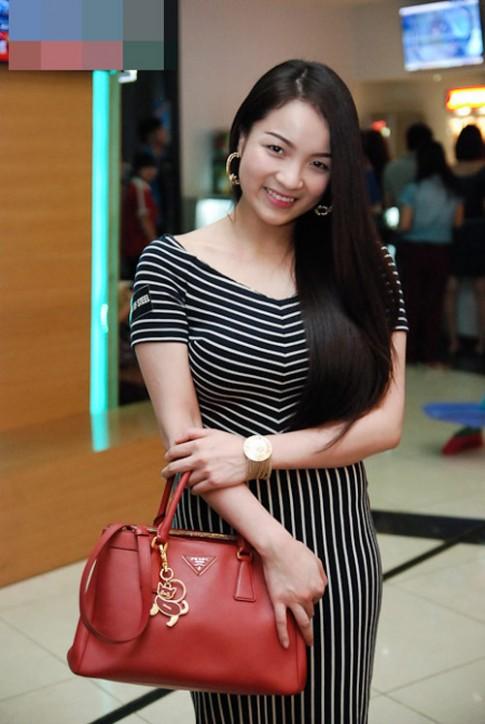 Cân nặng 'khủng' của hot girl Việt
